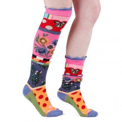 Mi-bas bouquet. Apportez de la gaité à vos tenues avec notre nouvelle collection de mi-bas.  Aux motifs variés et uniques : fleurs, pois, rayures apporterons une touche de fantaisie à votre look. Vous trouverez à coup sûr la paire qui vous conviendra. #socks #stockings  #fancy  #whimsy #chaussette #mibas #color #coloré #couleur #rouge #vert #pois #rayures #carreaux #original #design #moderne #tendance #fantaisie