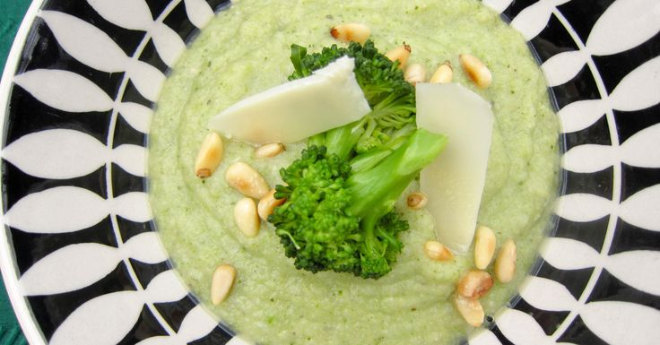 Clean Eating Broccoli Soup – Vegetarian Lunch Version