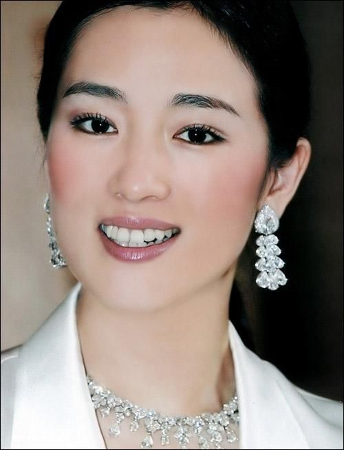 China - Famous Gong Li / 巩俐 | What a beauty.  She's one of my favorite actresses.