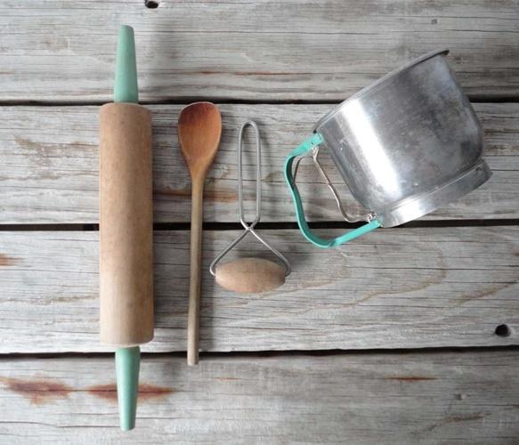 Aqua Colored Farmhouse Baking Set: Baking Tools, Beaches House, Aqua Farmhouse, Baking Kitchens, Colors Farmhouse, Baking Sets, Aqua Colors, Kitchens Sets, Farmhouse Baking