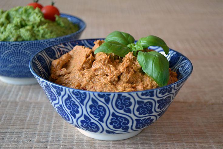 Met hummus kan je oneindig variëren. Dit keer maakte ik een hummus met zongedroogde tomaten en basilicum, eigenlijk een hummus met een italiaans tintje dus😉 …