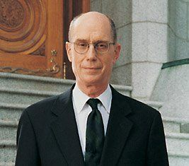 """""""Ask yourself, 'How did God bless me today?' If you do that long enough and with faith, you will find yourself remembering blessings. And sometimes, you will have gifts brought to your mind which you failed to notice during the day, but which you will then know were a touch of God's hand in your life."""" –Henry B. EyringPresidents Eyre, General Conference, Gratitude Journals, God Hands, God Blessed, Conference Oct, Finding Gratitude In Life, Finding Yourself Journals, Gift Brought"""