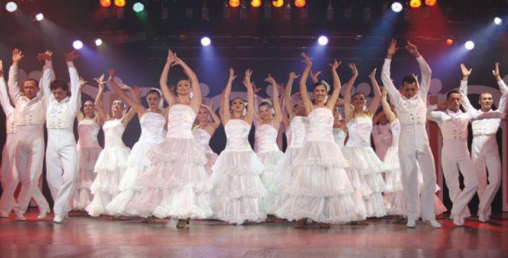 Lørdagkveld, ingen planer? Sulten? Lyst på en helaften med fantastisk dans og underholdning ala Las Vegas? Da er Benidorm Palace stedet å besøke. http://www.spania24.no/benidorm-palace/