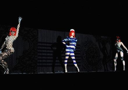 Grève au Crazy Horse : les danseuses remontent sur scène