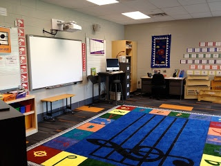Awesome music classroom! I love the word wall organized by grades. I wish I could see what was all on there though!