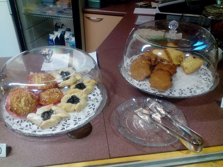 Kirsin kahvileipä tarjoilut! Gebhardinkakku, joulupiparit, joulutortut ja kierrepullat! Taatelikakkuja ja Gebhardin (hedelmäkakkuja) on myynnissä kahviossa ja Juvakodilla ruokasalissa!