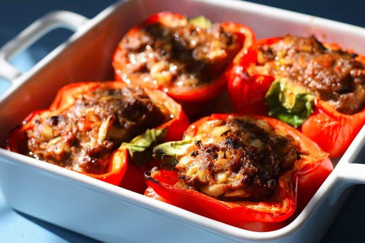 Lecker, ausgewogen, einfach und Low Carb - unsere gefüllten Paprikaschoten Cevapcici Art! Ein tolles Abendessen für Groß und Klein.
