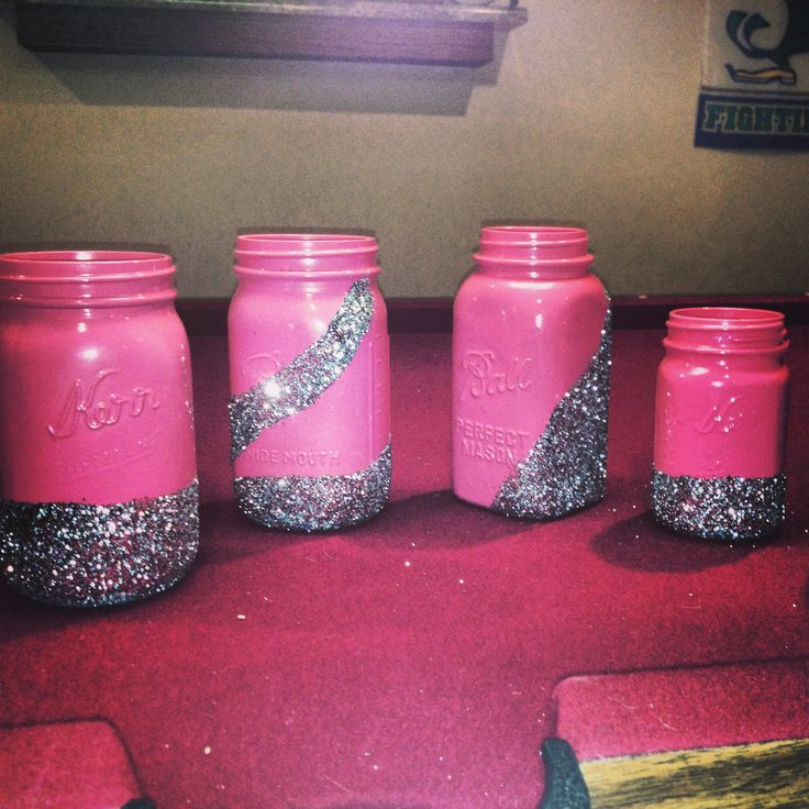 Mason Jar Crafts:) So easy! These would be so awesome for makeup brushes and other girly stuff:) #cute