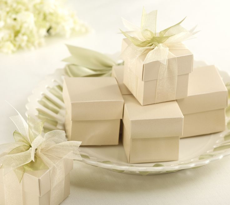 Champagne-Colored Wedding Favor Boxes | #exclusivelyweddings