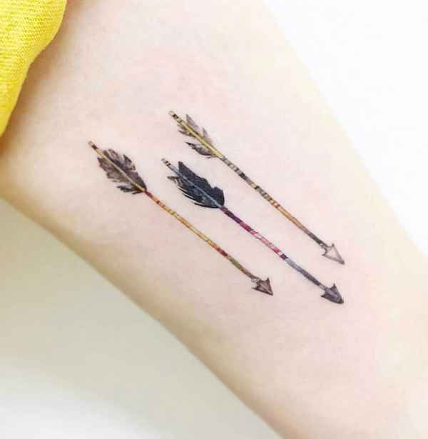 die besten 17 ideen zu pfeil tattoos auf pinterest pfeil. Black Bedroom Furniture Sets. Home Design Ideas