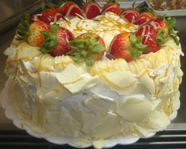 bolo branco morango 2