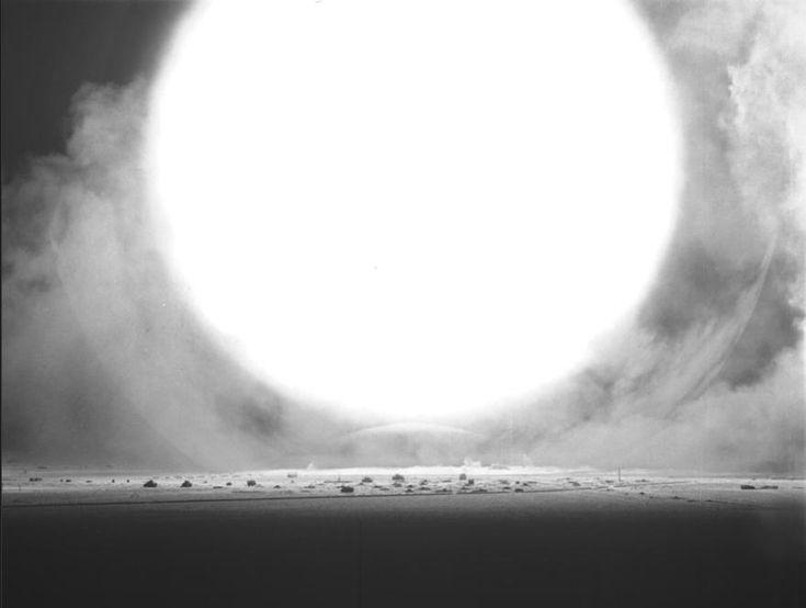 Une histoire nucléaire bombe nucleaire photo histoire fiction divers