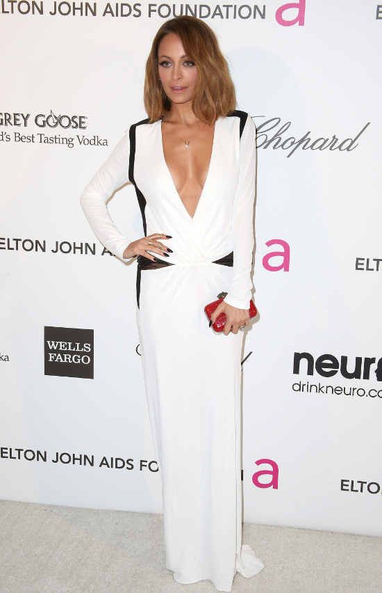 Nicole Richie  http://www.leichic.it/bellezza-donna/icole-richie-in-roberto-cavalli-agli-elton-john-aids-foundation-academy-awards-31250.html
