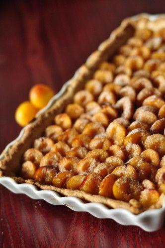 J'avais prétendu ne poster qu'une recette sucrée de mirabelles étant donné la brièveté de la saison et mon goût modéré pour le sucre, quand je suis tombée sur cette recette de Christophe Felder. Un peu surréaliste vu que ce qu'il y a sur cette tarte ressemble...
