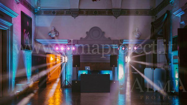 ALMA PROJECT @ Villa Corsini - Sala della Guardia - Small light system - Eva black - white beam roll - purple uplights - 543 - Art Wedding Story Photo