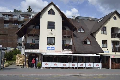 Verde Rosa Harrachov Verde Rosa is located in Harrachov, within the Krkonose National Park area. The property has a restaurant located on the ground floor and serving Italian cuisine and featuring a traditional wood-fired pizza oven and a summer terrace.