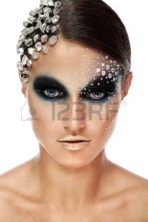 Retrato de mujer con maquillaje artístico aislado sobre fondo blanco Foto de archivo - 17632362