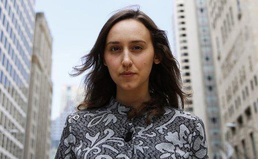Sabrina Gonzalez Pasterski, l'étoile montante de la physique quantique Âgée de 24 ans, cette jeune prodige étudie désormais la physique des hautes énergies ou physique des particules à Harvard sous la direction d'Andrew Strominger, l'un des leaders de la gravitation quantique à qui l'on doit notamment la formule de l ... #quantique