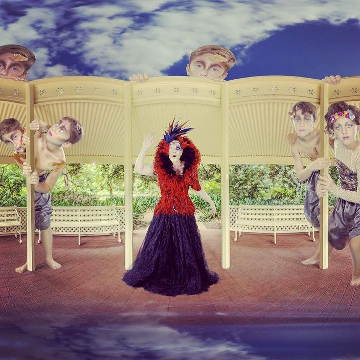 An awesome Virtual Reality pic! Otanical comes to life once more today at The Adelaide Botanic Garden. Find us in the Barbershop Rotunda. Discover a magical world of infinite possibilities! Today (Sat) 10am-5pm FREE @botanicgardenssa #heirloomfestival #nature #adelaide #magic #otanicalismagical #virtualreality #adelaide #whatson #saturday #familyfun #madeinadelaide #botanicgarden #freeevent by otanical check us out: http://bit.ly/1KyLetq