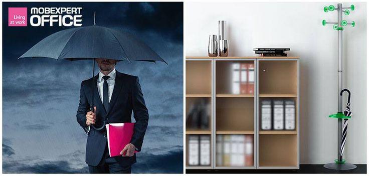 Ce n-aș da să am acum în birou acest cuier și suportul pentru umbrele plin!
