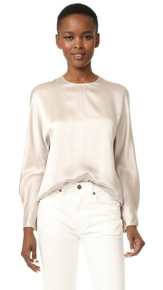 ¡Consigue este tipo de blusa manga larga de Vince ahora! Haz clic para ver los detalles. Envíos gratis a toda España. Vince Slit Back Blouse: A luxe silk Vince blouse with lustrous sheen. A hidden-button panel and center slit detail the back. Crew neckline. Long sleeves. Fabric: Silk crepe sateen. 100% silk. Dry clean. Imported, China. Measurements Length: 24in / 61cm, from shoulder Measurements from size S (blusa manga larga, mangas largas, long sleeve, langarmbluse, blusa manga larga…