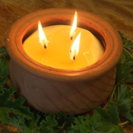 Clay pot, triple wick, pure beeswax   Happy Flame