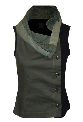 dogstar patrol top  structured top featuring contrasting side panel and detachable second collar.