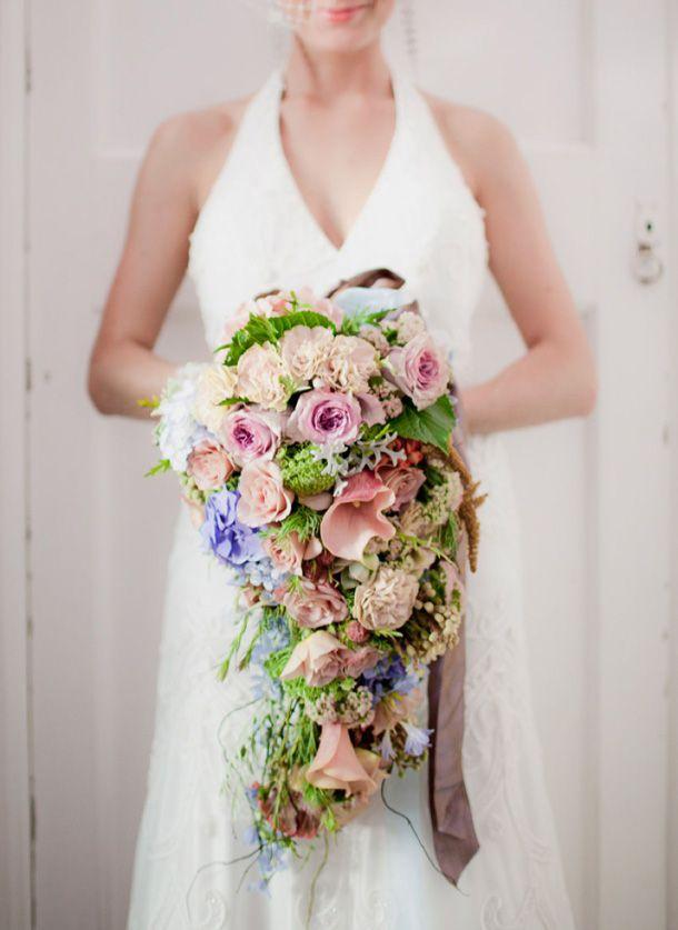 Тренд свадебной моды - каскадный букет невесты