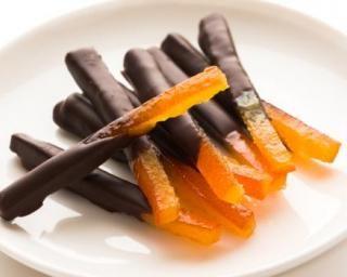 Orangettes et citronnettes légères en habits de fête : http://www.fourchette-et-bikini.fr/recettes/recettes-minceur/orangettes-et-citronnettes-legeres-en-habits-de-fete.html