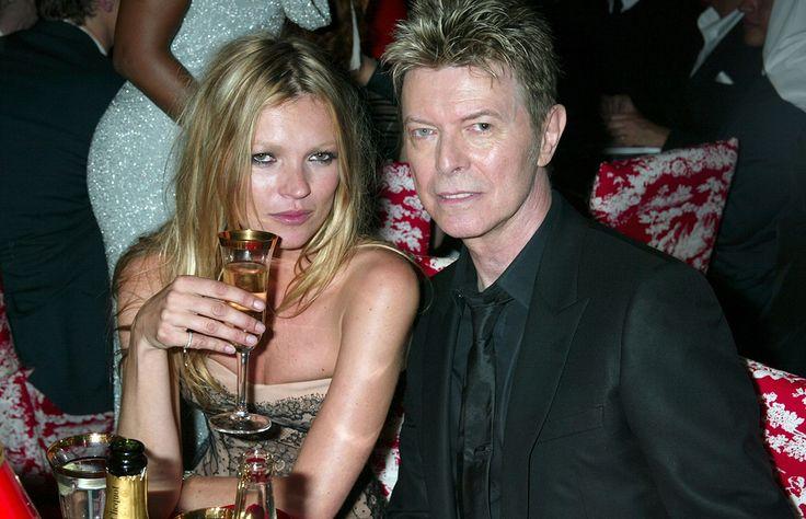 La topmodel y gran amiga de Bowie, decidió dejar atrás el luto y rendir homenaje a su querido compañero de fiesta haciendo lo que más disfrutó hacer en vida: bailar toda la noche.