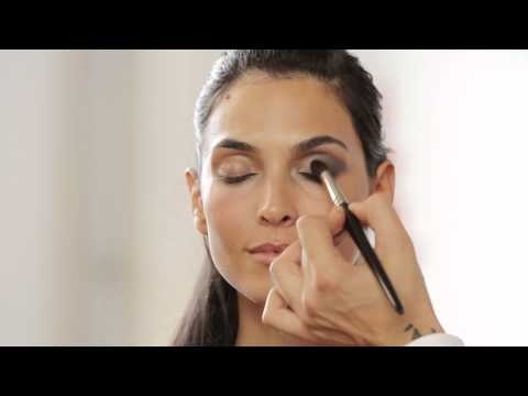 Learn how to achieve the ultimate smoky eye quickly and easily with Dr. Hauschka Decorative Cosmetics. Dr. Hauschka International Make-up Artist Karim Sattar shares the tricks of his trade.