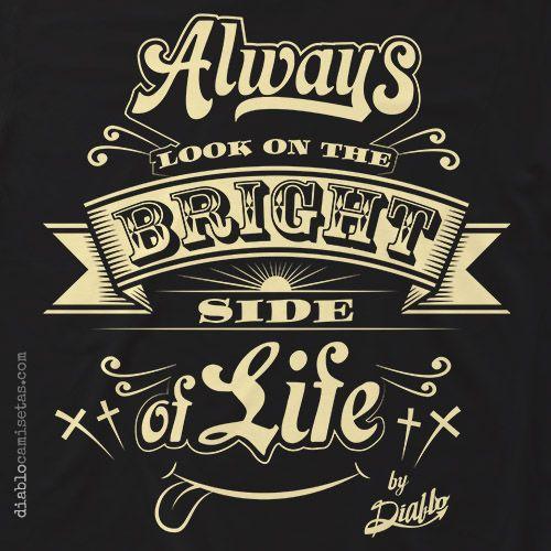 """Camiseta negra o marrón chocolate con ilustración inspirada en en una de las escenasde la película de los Monty Python """"La Vida De Brian"""" en la que cantan""""Always Look On The Bright Side Of Life"""". www.diablocamisetas.com"""