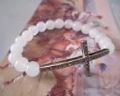 Croix chrétienne pavée et Perles de jade blanc