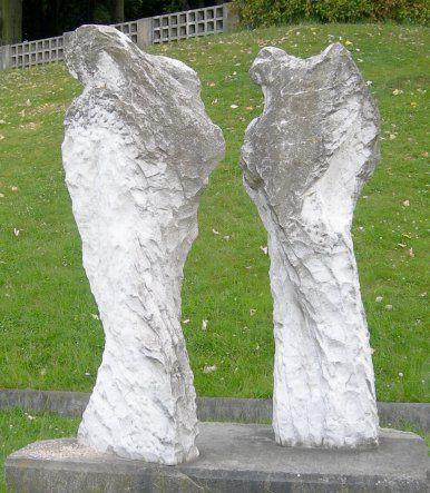 Eugène Dodeigne : Monument aux victimes d'Afrique du Nord, Square de la Butte du Chapeau Rouge, Paris XIX