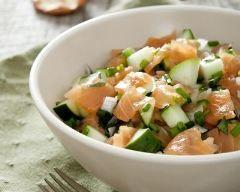 Salade fraîcheur saumon, pomme et concombre : http://www.cuisineaz.com/recettes/salade-fraicheur-saumon-pomme-et-concombre-79810.aspx