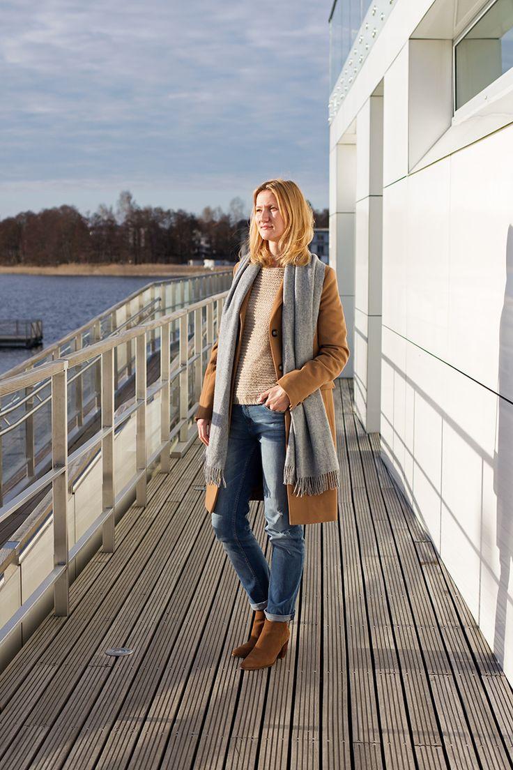 Karmelowy płaszczy plus dżinsy boyfriend. Camel coat, boyfriend jeans. Spring outfit inspiration.