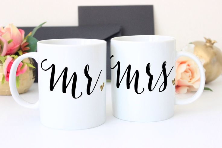 Mr & Mrs Mugs Set di 2 tazze regalo per coppie Mr Mrs caffè tazze regalo nuziale, regalo di anniversario di nozze per lui o lei (elemento - MMM800) di ZCreateDesign su Etsy https://www.etsy.com/it/listing/254133863/mr-mrs-mugs-set-di-2-tazze-regalo-per