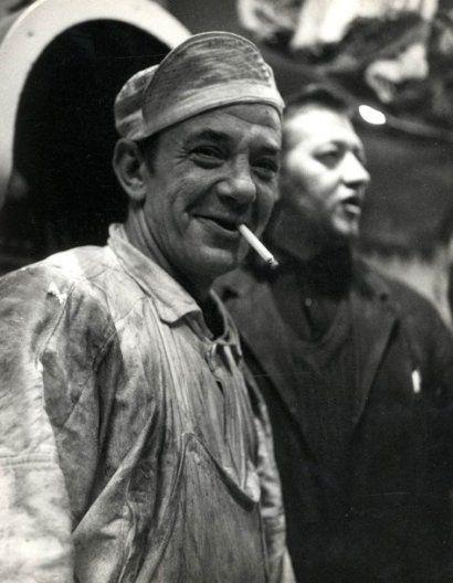 DOISNEAU Robert (1912-1994)  « Ouvrier à la cigarette», circa 1950. Tirage arg