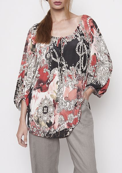 Blouse jersey la Carmen with stunning detail the pleat on the sleeves and neckline, airy and flattering for large numbers