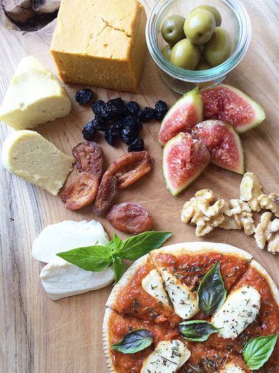 ローチーズ、チェダー、モッツァレラの3種のヴィーガンチーズ(レシピ ...