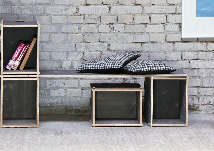 Mit den optional erhältlichen Kissen verwandelt sich das Werkbox-System in eine Sitzgelegenheit mit Stauraum.