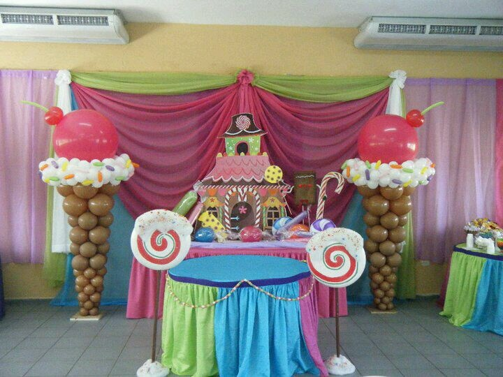 Candy decor  Love the ice cream made out of balloons! Ice Cream Balloon Sculpture. #ice-cream-balloon-sculpture #ice-cream-balloon-decor #balloon decor #balloon-decor
