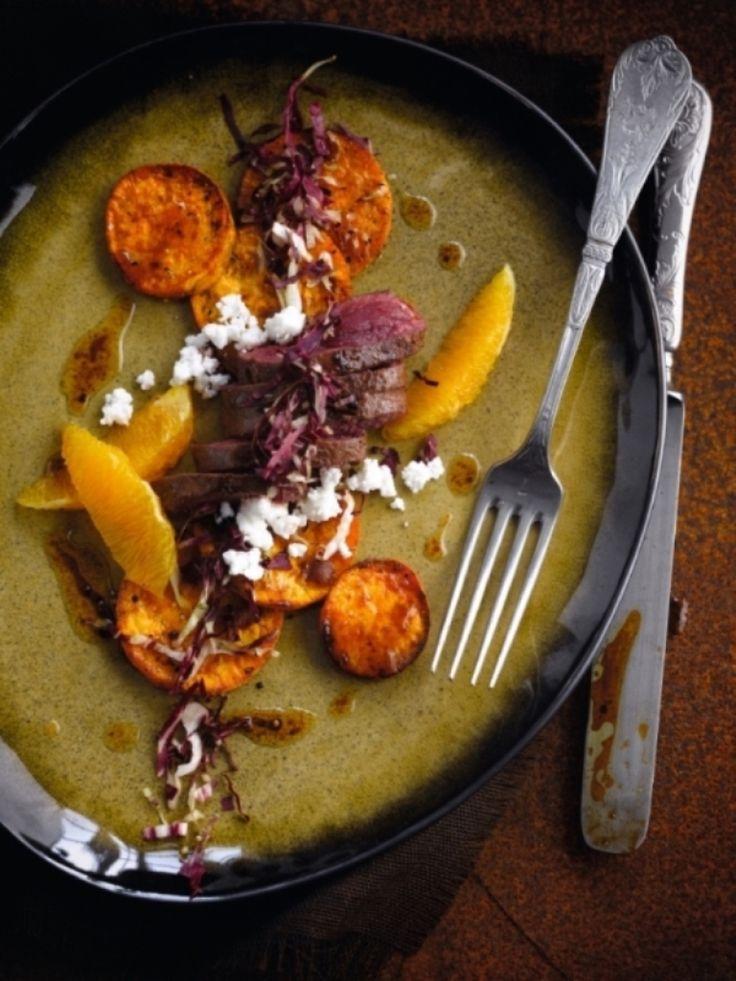 Geroosterde zoete aardappelen met kangoeroefilet http://njam.tv/recepten/geroosterde-zoete-aardappelen-met-kangoeroefilet