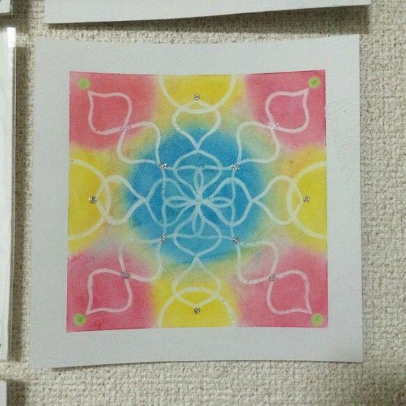 パステル曼荼羅アート。曼荼羅(まんだら)とはもともとサンスクリット語で、仏教の聖域、宇宙観、世界観などを、仏像やシンボルなどを用いて表現したものです。パステル...|ハンドメイド、手作り、手仕事品の通販・販売・購入ならCreema。