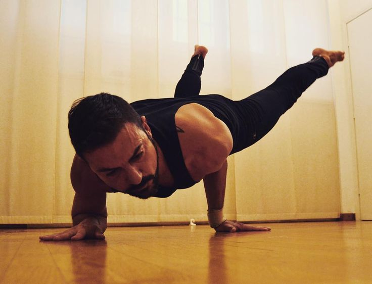 Lets fly! #mayurasana (var.) #yogaman #yogafree #yogafit #mayurasanapose Yeah its certainly an hard and challenging yoga pose, but wiht some good tips you will get it easier!
