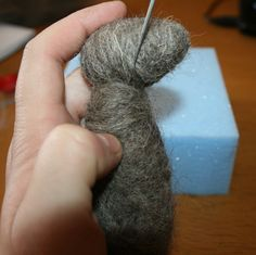 How to needle felt for beginners. Needle felting advice, hints, tips and how to avoid common mistakes before you start. For needle felting kits visit: 14 Steps To A Successful First N…