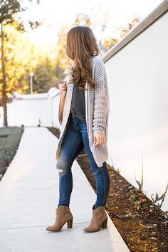 This waffle knit sweater is the coziest thing, yet it manages to make a casual outfit look chic! A great option for gift giving, and for your wardrobe! | fall fashion ideas | fall style tips | fall wardrobe basics | winter fashion ideas | winter style tips | cold weather fashion || a lonestar state of southern
