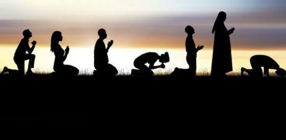 Bagaimanakah Abraham Moses Jesus dan Muhammad Beribadah?   Suatu ketika dahulu Syeikh Ahmad Deedat seorang sarjana Muslim terkemuka berkunjung ke Jeddah Arab Saudi dan berkongsi satu daripada pengalaman hidupnya.  Menurutnya beliau pernah membawa sekumpulan Kristian dan Yahudi untuk melawat sebuah masjid di Durban Afrika Selatan. Semasa hendak memasuki masjid Syeikh Ahmad Deedat bukan sahaja membuka kasut beliau tetapi juga meminta kumpulan tersebut menurutinya dan mereka semua pun membuka…