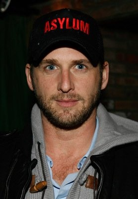 Josh Lucas - simple yet satisfying