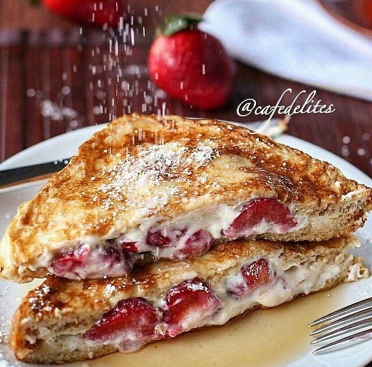 Une recette décadente de pain doré aux fraises et au fromage à la crème!